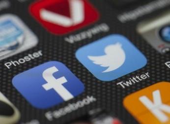 choisir facebook, twitter, entreprise, marque